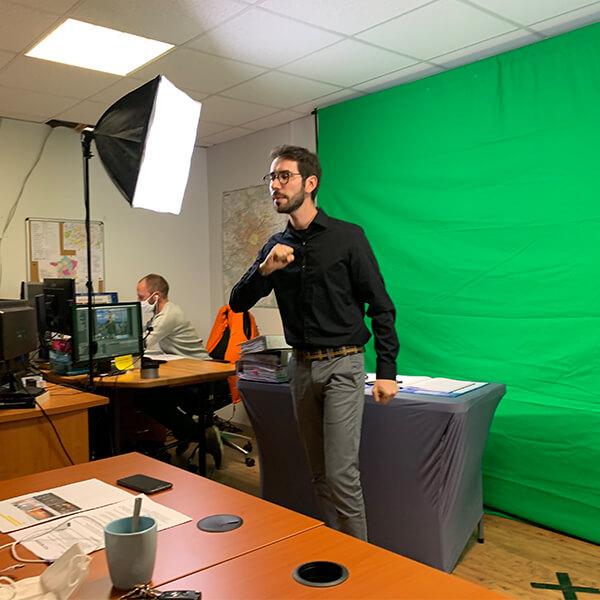 Organiser un Team Building à distance avec Autreman c'est organiser un e activité de cohésion à distance avec un vrai animateur en Live et des nouveaux outils pour  vivre une expérience immersive